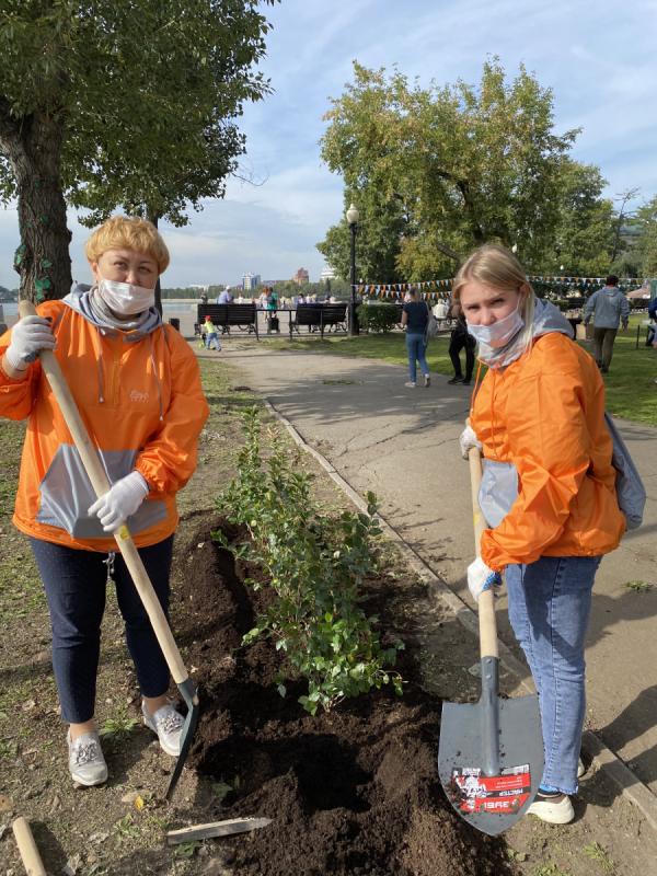 Волонтёры «Ростелекома» поддержали экологическую акцию «360 минут» в Иркутске
