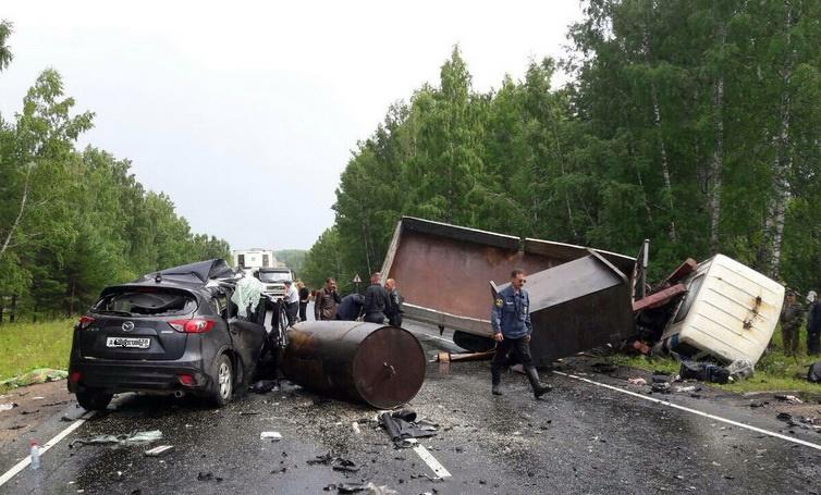 ВНижнеудинском районе при столкновении «Мазды» и фургона погибла женщина